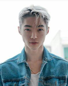 Korean Hairstyle Men: Korean Haircuts are normally remarkable. Korean Men Hairstyle, Korean Haircut, Korean Boys Ulzzang, Cute Korean Boys, Beautiful Boys, Beautiful People, Chica Cool, Cute Asian Guys, Anime Hair