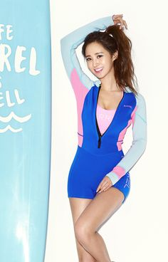 Yuri models with her cousin Vivian Cha for the summer surfer campaign. Girls' Generation member Yuri transforms into a sunkissed surfer girl in the latest promotional campaign for Barrel, a Korean active sportswear brand. Sooyoung, Yoona, Snsd, South Korean Girls, Korean Girl Groups, Yuri Girls Generation, Ulzzang, Kwon Yuri, Sexy Teens