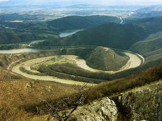Situated in central Serbia, where the Zapadna Morava river has carved a gorge, impressive in scale, between the mountains of Ovčar and Kablar.