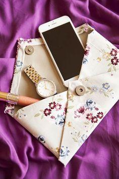 15 cool diy purse ideas you can craft for a unique Pochette Rose, Pochette Diy, Diy Clutch, Clutch Purse, Diy Bags Purses, Purses And Handbags, Mk Handbags, Coin Purses, Burberry Handbags