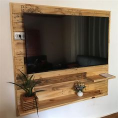 DIY Recycled Wood Pallet Ideas for Projects And Carfting Ideas – Pallet Projects Pallet Furniture And Decor, Furniture Projects, Furniture Making, Tv Wanddekor, Wooden Pallet Projects, Pallet Tv, Pallet Ideas, Tv Wall Decor, Tv Wall Design