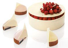 Chez Claire Damon @dgedp crème au jasmin, compotée de fraises et fraises des bois, biscuit vanille #FêtedesMères
