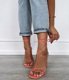 There are 2 tips to buy shoes, jeans. Jeans Jumpsuit, Romper Pants, Shoe Boots, Shoes Heels, Shoes Pic, Pictures Of Shoes, We Wear, How To Wear, Blouse Outfit