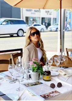 Sylvie Meis Style, Alcoholic Drinks, Table Settings, Table Decorations, Rose, Home Decor, Stars, Outfits, Beauty