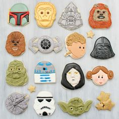 Creative way to do Star Wars cookies with cookie cutters you most likely have around the house. [the sweet adventures of sugarbelle] star wars cookies using holiday cutters Star Wars Cookies, Star Wars Cake, Star Wars Party, Star Wars Birthday, Birthday Diy, Galletas Cookies, Cute Cookies, Cupcake Cookies, Sugar Cookies