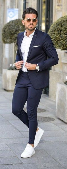 If you are in the market for brand new men's fashion suits, there are a lot of things that you will want to keep in mind to choose the right suits for yourself. Below, we will be going over some of the key tips for buying the best men's fashion suits. Blazer Outfits Men, Stylish Mens Outfits, Best Mens Fashion, Mens Fashion Suits, Fashion Shirts, Womens Fashion, Formal Men Outfit, Men's Formal Wear, Formal Suits For Men