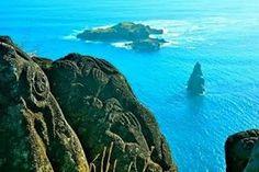 Nosso destino de hoje é um pouquinho diferente dos últimos... Vamos visitar a Ilha de Páscoa, que é um dos principais destinos paradisíacos do mundo e agrega uma generosa pitada de mistérios e misticismo! Território chileno, a Ilha de Páscoa está localizada na Polinésia Oriental, no Oceano Pacífico. Com atmosfera mística, possui praias encantadoras, vulcões e as famosas estátuas de pedra, Moais, que tornaram o local mundialmente conhecido. #easterisland #ilhadepascoa #destinosparadisíacos…