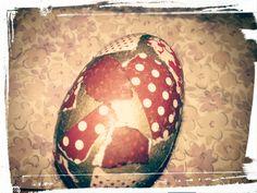 Drewniane jajko wielkanocne ozdabiane wydzieranymi papierkami!