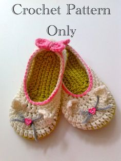 Kitty Cat Slippers Crochet Pattern 207 PDF by Crochet Shoes, Crochet Slippers, Crochet Clothes, Crochet Dresses, Gato Crochet, Crochet Baby, Baby Booties, Baby Shoes, Baby Slippers
