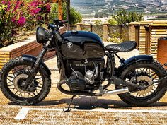 This is a custom motorcycle made by Fran Manen (Lord Drake Kustoms) based on a BMW and in a Cafe Racer and Scrambler style. Triumph Motorcycles, Vintage Motorcycles, Custom Motorcycles, Custom Choppers, Bmw Cafe Racer, Cafe Racer Motorcycle, Motorcycle Style, Honda Scrambler, Scrambler Custom