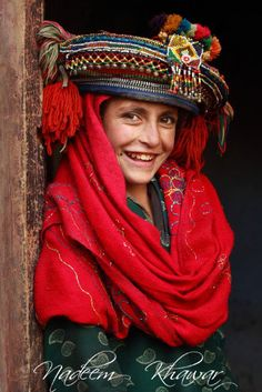 A Baltit girl standing in the doorway of her house - Village at the border of Deosai Baltistan, Northern Pakistan. Sand Crafts, Seashell Crafts, Kalash People, Arts And Crafts Storage, Art And Craft Design, Hat Stands, Girl Standing, People Around The World, Afghanistan
