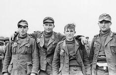Prisioneros alemanes capturados durante una incursión aliada en la posición alemana-italiana en Sened, Túnez el 27 de febrero de 1943. El soldado sin sombrero declaró que sólo tenía veinte años de edad.