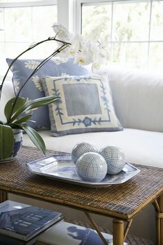 Hydrangea Hill Cottage: Swedish Design in Florida Cottage Cottages By The Sea, Beach Cottages, Tiny Cottages, White Cottage, Cottage Style, Coastal Living, Coastal Decor, Cottage Living, Living Room