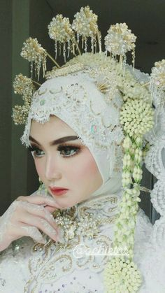 Ideas For Bridal Wedding Makeup Simple Kebaya Wedding, Muslimah Wedding Dress, Wedding Hijab, Wedding Bride, Dream Wedding, Wedding Dresses, Javanese Wedding, Indonesian Wedding, Bridal Shower Flowers