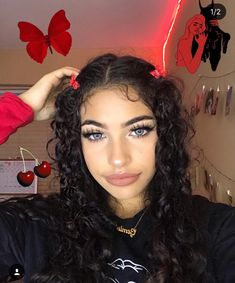 17 Aesthetic Hairstyles Clips Solutions For Any Taste – Popular Hairstyles 2019 – Hair Clips Clip Hairstyles, Baddie Hairstyles, Popular Hairstyles, Hairstyles For School, Curly Hair Styles, Natural Hair Styles, Aesthetic Hair, Aesthetic Makeup, Grunge Hair