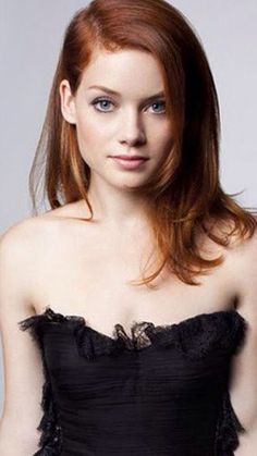Actor Jane Levy as Evie