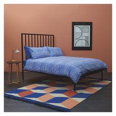 QUADRA Large blue and pink flat weave rug 170 x Duvet Sets, Duvet Cover Sets, Decor Interior Design, Furniture Design, Double Duvet Covers, King Size Duvet, Home Trends, Fashion Room, Diy Bedroom Decor