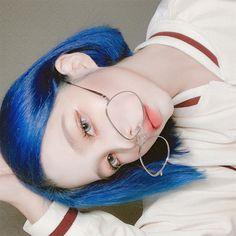 Green Hair Girl, Girl Short Hair, Blue Hair, Pretty Korean Girls, Cute Korean Girl, Pretty Hairstyles, Girl Hairstyles, Japonese Girl, Popular Short Haircuts