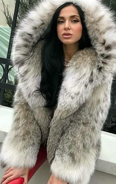 Lynx, Fur Fashion, Womens Fashion, Fur Hats, Derp, Fox Fur, Hoods, Sexy Women, Long Hair Styles