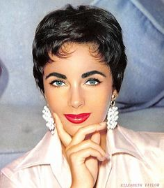 Elizabeth Taylor: What a beauty! Hollywood Icons, Hollywood Glamour, Hollywood Stars, Classic Hollywood, Old Hollywood, Divas, Timeless Beauty, Classic Beauty, Most Beautiful Women
