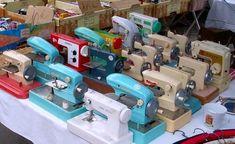 Résultats Google Recherche d'images correspondant à http://www.bonjourparis.com/static/img/paris-markets/vanves-sewing_machines.sewingbytheseatofmypants.blogspot.jpg