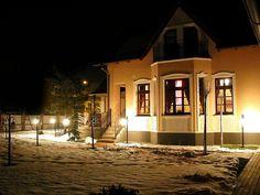 O nás Villa Rosa, Home Fashion, Mansions, House Styles, Home Decor, Mansion Houses, Homemade Home Decor, Villas, Fancy Houses