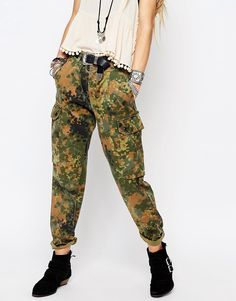 Reclaimed Vintage - Pantaloni militari stile boyfriend con stampa #MILITARY mimetica