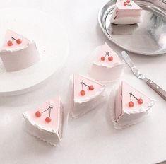 ╭╯ pink ⤵︎ food ✃ ˚ ༘ 〰︎ Peach Aesthetic, Aesthetic Themes, Aesthetic Food, Macaroons, Eat This, Pink Foods, Strawberry Milk, Cute Desserts, Everything Pink