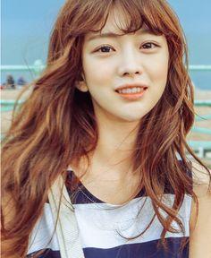 每次上網搜尋korean fashion時,總會搜到很多Park Seul 的穿搭照,第一眼看到她時就覺得她好美,美得清新脫俗又空靈。