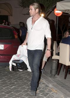 Chris Hemsworth with baby India