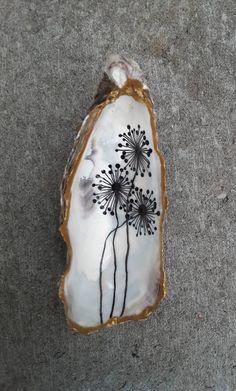 Seashell Painting, Seashell Art, Seashell Crafts, Beach Crafts, Oyster Shell Crafts, Oyster Shells, Coquille Saint Jacques, Mod Podge Crafts, Easy Diy Christmas Gifts