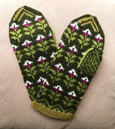 Ravelry: Cyklamen pattern by Solveig Larsson Crochet Mittens, Mittens Pattern, Knitting Socks, Knit Socks, Mitten Gloves, Ravelry, Knitting Patterns, Projects To Try, Hobby