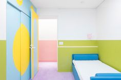 A Palette of Pastels Permeate Prolifically Within This Japanese Apartment - Design Milk Tokyo Apartment, Japanese Apartment, Apartment Design, Green Bedroom Walls, Bedroom Carpet, Green Walls, Colorful Apartment, Japan Design, Blue Bedding
