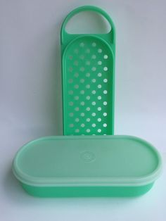 VINTAGE TUPPERWARE JADEITE GREEN CHEESE GRATER KEEPER OVAL 3 PIECES 1375 VGUC
