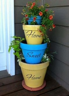 Home Sweet Home gestapelten Pflanzgefäße - Diy Garden Projects Stacked Flower Pots, Painted Flower Pots, Stacked Pots, Painted Pots, Clay Flower Pots, Flower Planters, Hand Painted, Flower Pot Crafts, Clay Pot Crafts