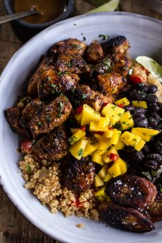 Cuban Chicken and Black Bean Quinoa Bowls with Fried Chili Spiced Bananas + Spicy Mangos. Recipe on Yummly Cuban Chicken, Porto Rico, Good Food, Yummy Food, Tasty, Eat This, Quinoa Bowl, Cooking Recipes, Healthy Recipes