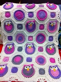 Crochet owl blanket - Im obsessed with these crocheted owls.