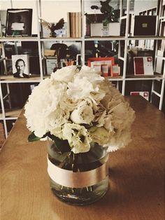오늘은 회사소풍날. 하지만 잠시 출근. 조용한 꽃병만.