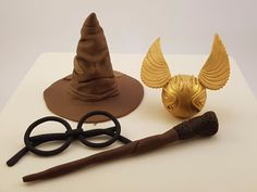 This magnificently handcrafted 3D edible Harry Potter Set includes the Sorting hat, Harry's Wand, Harry's glasses and the Golden Snitch. This cake topper set is ideal for a Harry Potter Theme Party. | eBay!