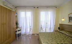 http://www.htlreservation.com/swap.aspx?Htlreservation=Hotel-Nuovo-Tirreno-Camaiore