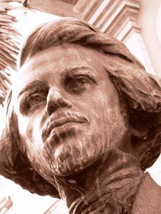 Centro de São Paulo: Escultura Álvares de Azevedo, de Amadeo Zani. Largo de São Francisco.  Fotografia de Mônica Yamagawa