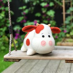 Sew your own cow plush with this fun sewing pattern. www.mariskavos.nl