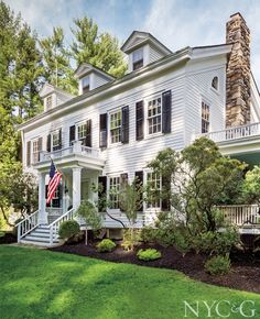 Trendy Ideas For House Colonial Exterior Curb Appeal Colonial House Exteriors, Colonial Exterior, Colonial Style Homes, Exterior Design, Grey Exterior, Cottage Exterior, Traditional Exterior, Traditional House, Storybook Cottage