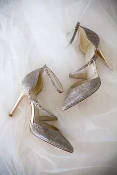 The perfect shoes captured by Hawaii wedding photographer @jeannemariepics