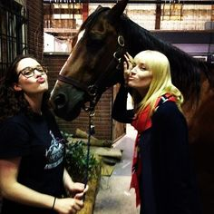 Beth Behrs was back on set with her 2 Broke Girls costars Kat Dennings and Chestnut.