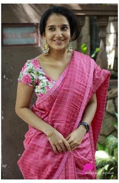 Cotton Saree Blouse Designs, New Saree Designs, Fancy Blouse Designs, Silk Cotton Sarees, Designer Blouse Patterns, Dress Patterns, Design Floral, Stylish Sarees, Saree Models