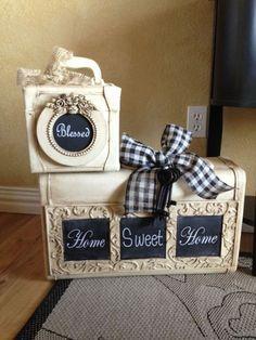 Интересная идея преображения чемоданов...<br>Красим, клеим винтажную рамку для фото и по желанию декорируем краской для грифельной доски (по ней можно писать мелом)...<br>Получается очень даже..))
