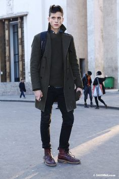 #PFW FW/2013 STREET STYLE. MALE MODELS OFF DUTY . - Develop the sexual presence…