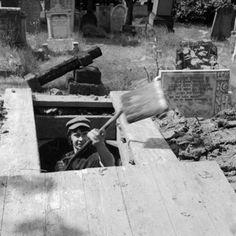 negative - A gravedigger at work 1977