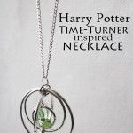 Make your own Harry Potter inspired DIY Time Turner Necklace for a Hermione costume or for everyday wearing - add your own magic to go back to this morning! Harry Potter Style, Harry Potter Diy, Jewelry Ideas, Diy Jewelry, Jewlery, Hermione Costume, Craft Tutorials, Craft Ideas, Harry Potter Necklace
